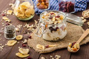 Mélange de canneberges et noix épicés au gingembre et à la muscade