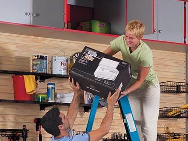 Ajouter des étagères et des armoires en hauteur dans votre garage