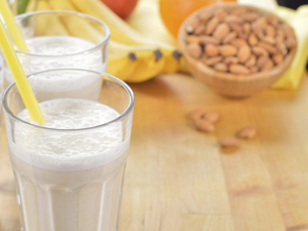 Un délicieux smoothie santé à la banane et aux noix