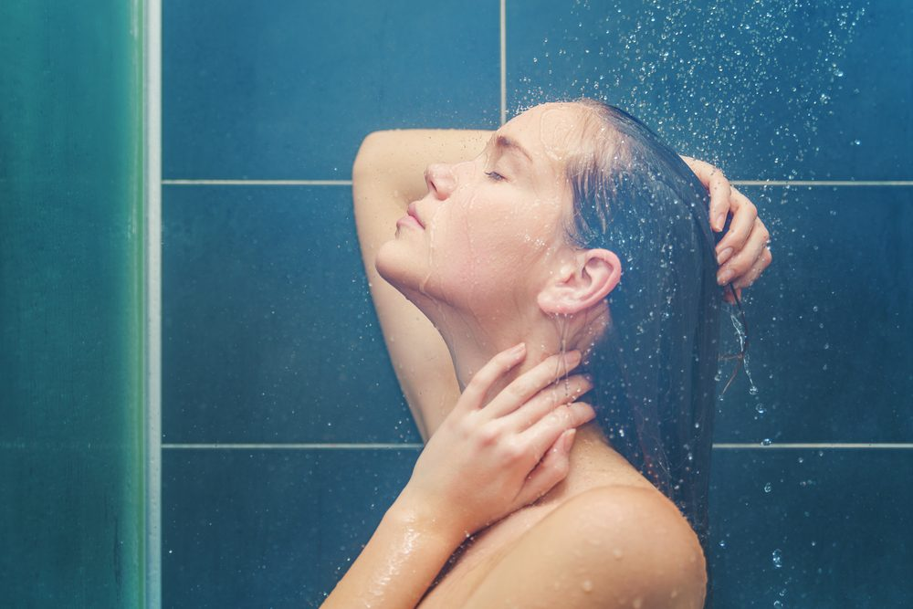 Votre douche est trop chaude et vous y passez trop de temps