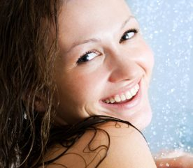 Mythe no 5 : Prendre une douche favorise l'hydratation de la peau sèche.