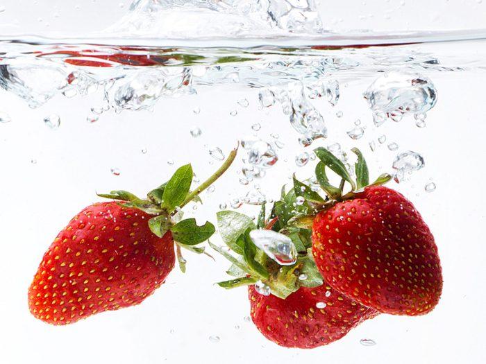 3. La meilleure recette d'eau parfumée aux arômes naturels de fraise et basilic