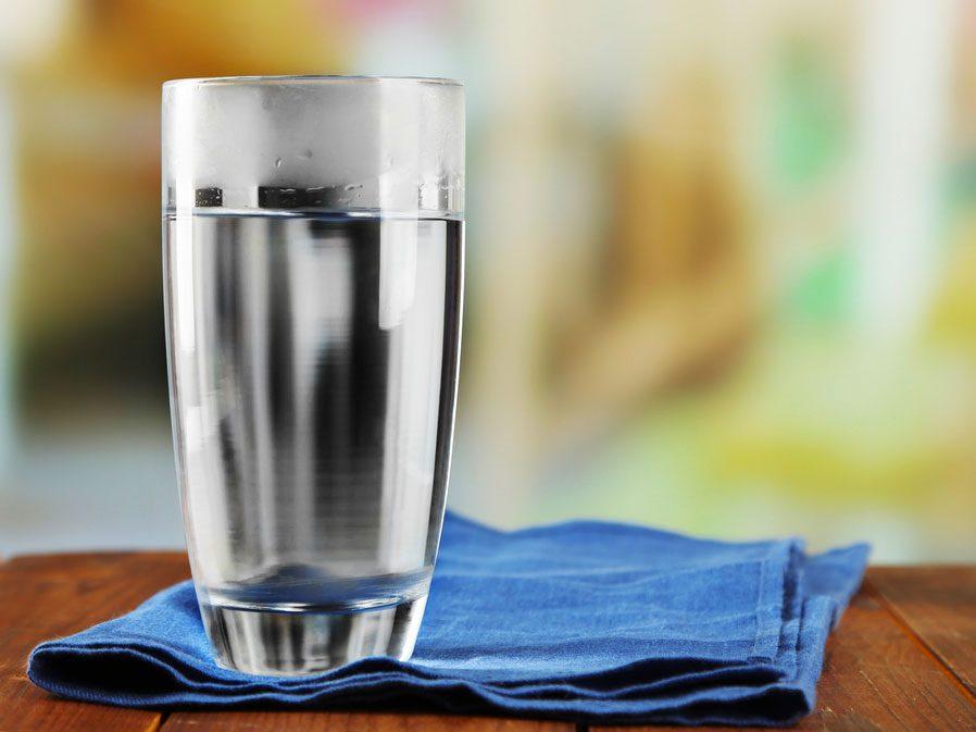 L'eau pour garder la peau hydratée et saine