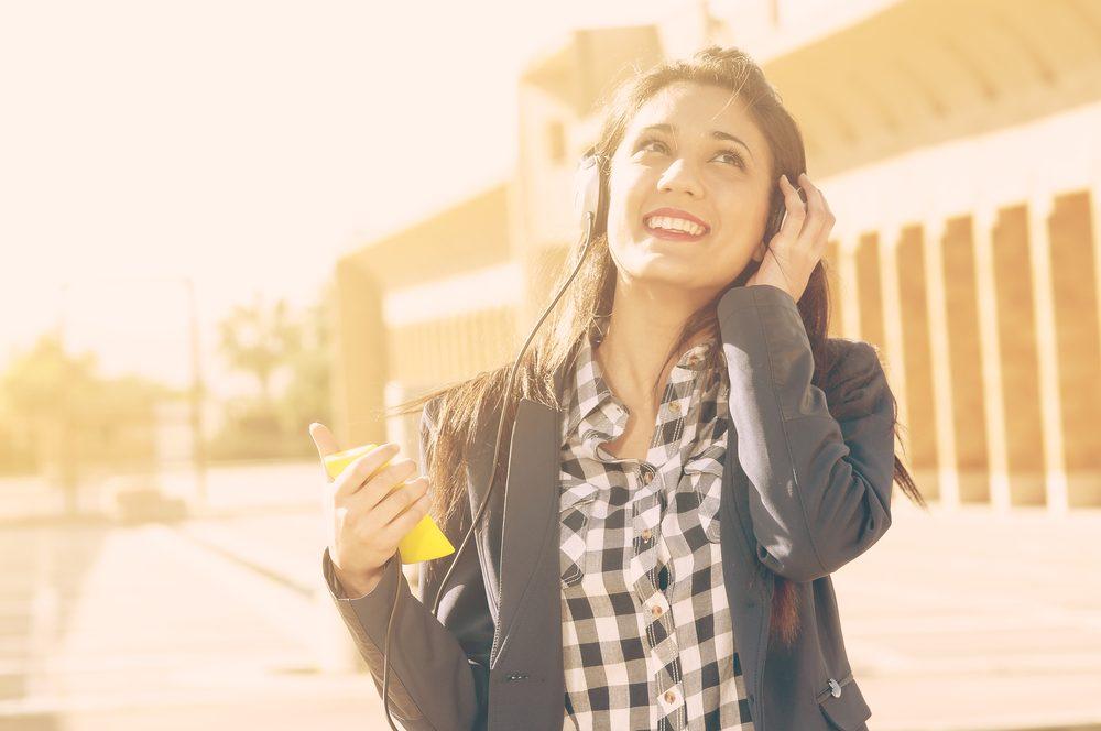 Écouter de la musique pour vous calmer, parmi les 50 meilleurs trucs contre l'anxiété et le stress.