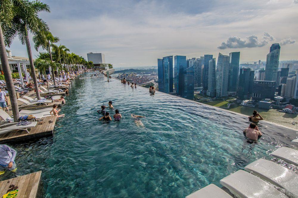 Les 7 meilleurs endroits au monde pour nager for Singapour hotel piscine sur le toit