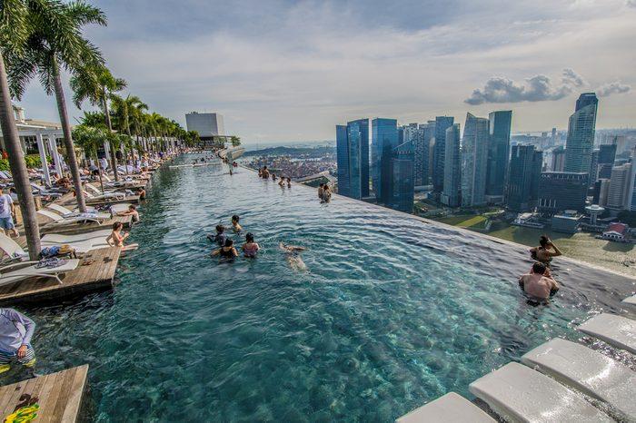 1. Piscine panoramique sur le toit du Marina Bay Sands, Singapour