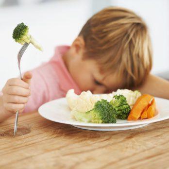 Votre enfant refuse de manger des légumes: quoi faire?