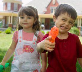 5. Nous savons tous que les enfants veulent aider, mais ils ne font que rendre notre travail plus fastidieux.