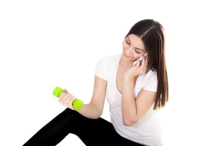 9. Laissez votre cellulaire au vestiaire!