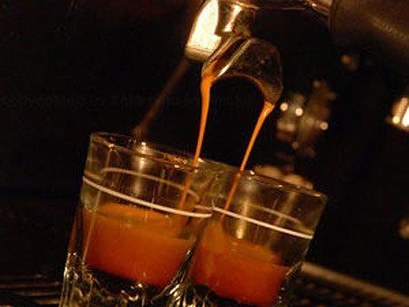 5. En Nouvelle-Zélande, on fait d'excellentes boissons à base de café espresso.