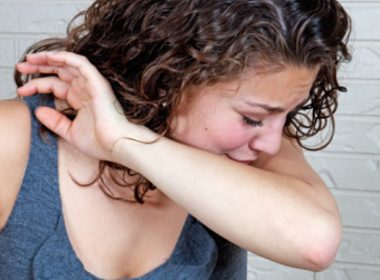 86% des gens éternuent dans leur coude