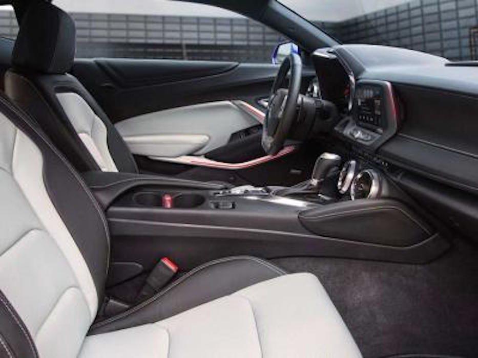 Chevrolet Camaro décapotable 2016 : un intérieur redessiné et plus silencieux