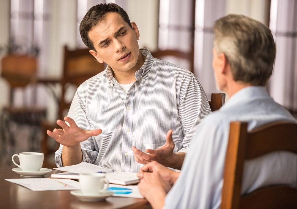 Gestion du stress: évitez les conversations énervantes pour diminuer votre anxiété.