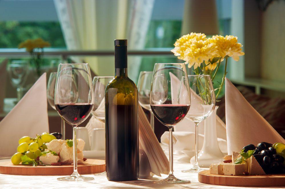 Pour faire baisser son taux de cholestérol, prenez un verre de vin par jour.