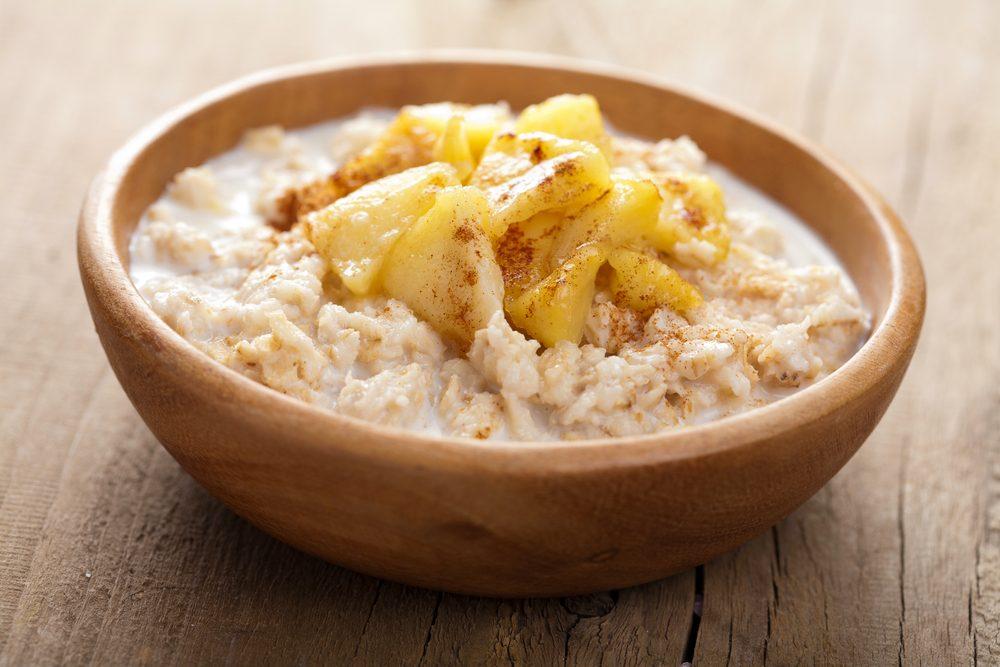 Pour faire baisser son taux de cholestérol, mangez du gruau avec de l'avoine le matin.