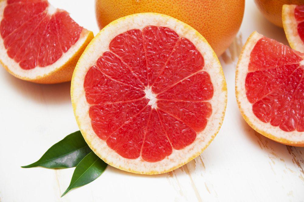 Pour faire baisser son taux de cholestérol, mangez du pamplemousse.
