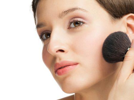 Un maquillage naturel sur vos joues