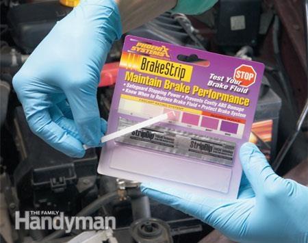 Vérifiez l'état de votre liquide de frein.  Photo 2: Comparer les couleurs
