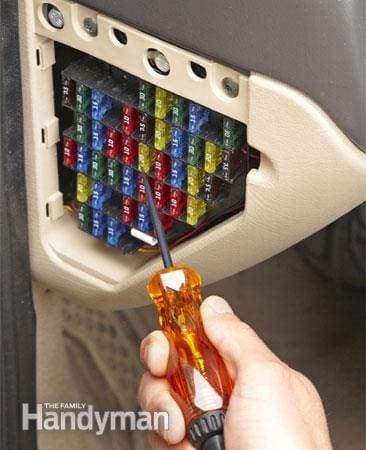 Étape 2 - Tester le fusible défectueux: tester à l'aide d'une lampe-témoin