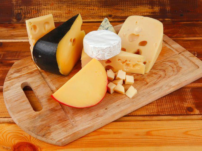 7. Fromages à pâte ferme, gâteaux, viandes, biscuits, croustilles, fruits et légumes