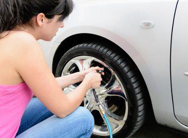 6.  À la station-service, profitez-en pour gonfler vos pneus et vous assurer que leur usure est régulière