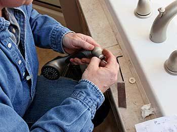 Engagez d'abord le plombier, achetez ensuite les appareils sanitaires ou l'évier