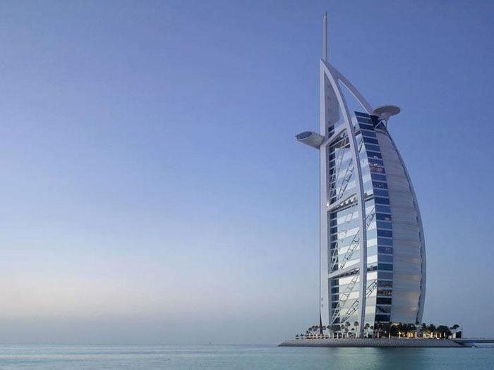 4. L'opulent hôtel Burj Al Arab, à Dubai