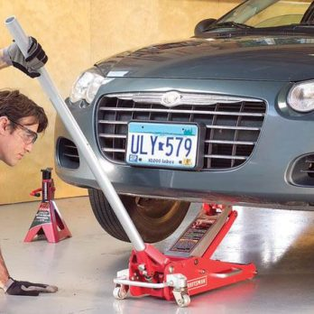 Réparation automobile: utiliser un cric en toute sûreté