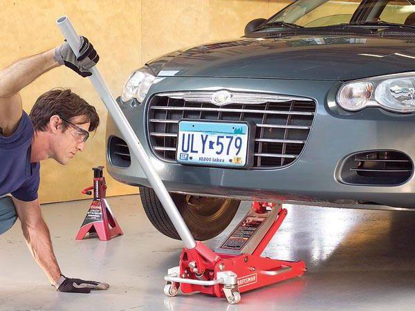 Réparation automobile: comment utiliser un cric en toute sûreté