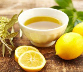 8. Faites briller vos carreaux de salle de bains avec de l'huile de citron