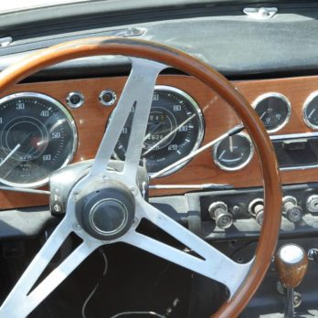 Comment choisir la meilleure huile pour votre voiture antique?