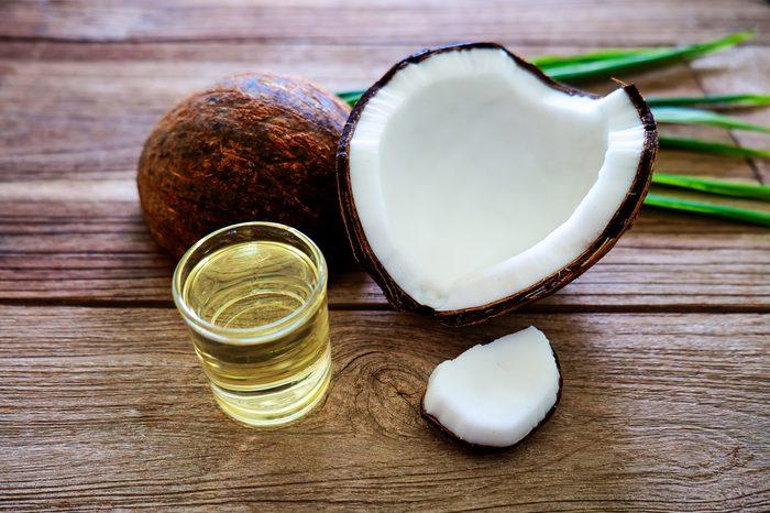L'huile de noix de coco contribue à diminuer le tour de taille