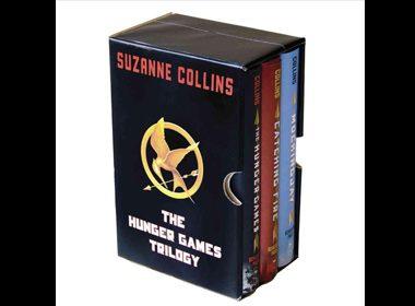 3. Le coffret de la trilogie The Hunger Games (en anglais) de Suzanne Collins - 25,20$