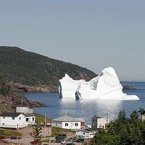 L'observation d'icebergs à Terre-Neuve-et-Labrador: une activité touristique à ne pas manquer