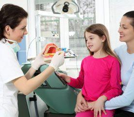 Les enfants souffrent beaucoup de caries dentaires. Que devraient faire les parents ?