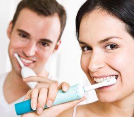 2. Fredonnez en vous brossant les dents