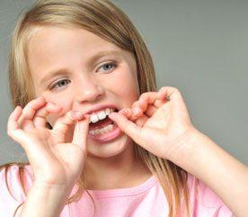 Comment convaincre votre enfant qu'il doit prendre soin de ses dents