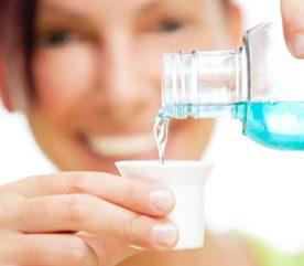 6. Utilisez un rince-bouche sans alcool