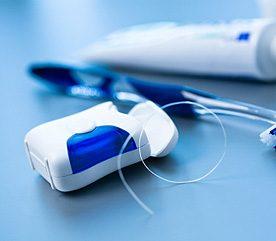 4. Négliger la soie dentaire