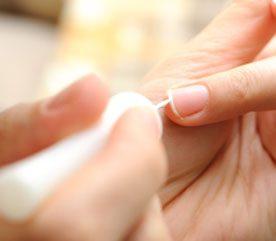 6. Réparez les ongles cassés