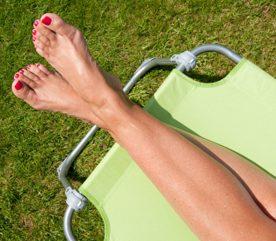 4. Allongez-vous pour que vos jambes soient plus hautes que votre cœur