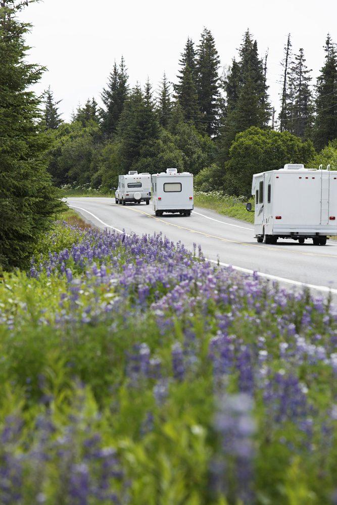 Considérez la possibilité de former une caravane de motorisés pour votre voyage