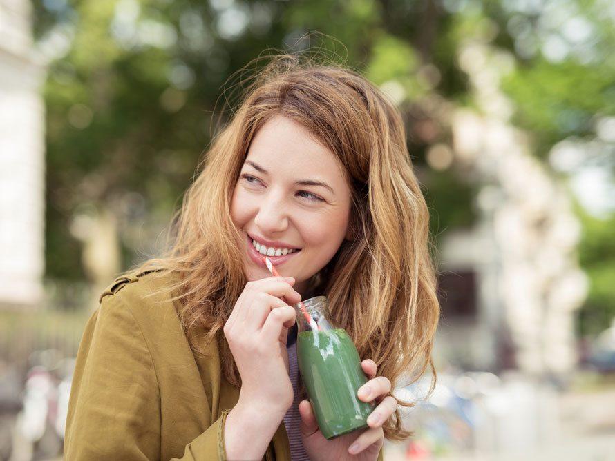 Les jus verts pour détoxifier et avoir un teint clair