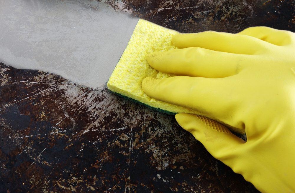 Le sel d'epsom est utile pour nettoyer les casseroles.