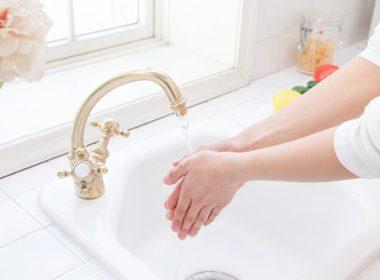71% des gens ne se lavent pas les mains après avoir touché une surface dans des lieux publics