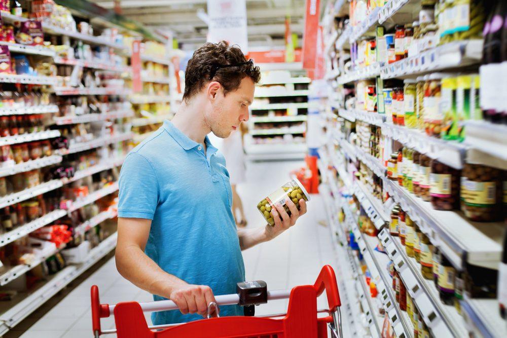 Pour faire baisser son taux de cholestérol, lisez bien les étiquettes nutritionnelles.