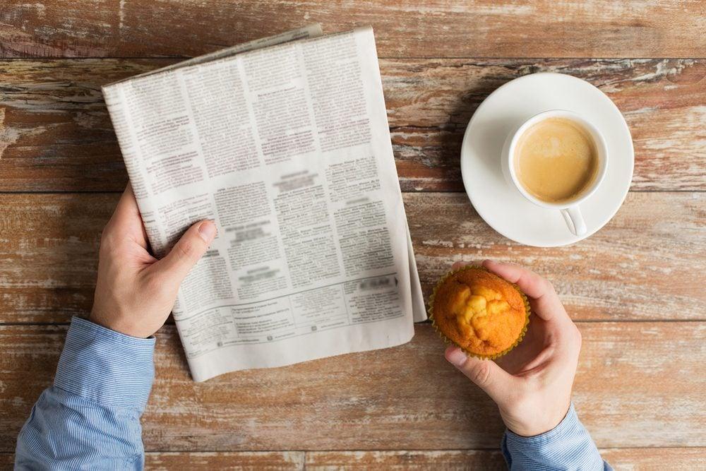 Éviter les écrans lumineux et favoriser la lecture d'un journal ou d'un livre