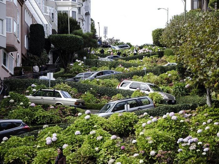 Lombard Street à San Francisco est l'une des rues les plus populaires au monde.