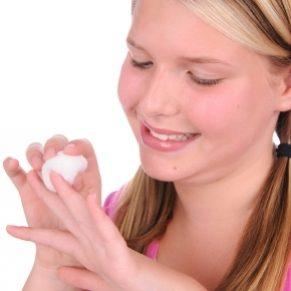 5 trucs à faire avec du dissolvant de vernis à ongles