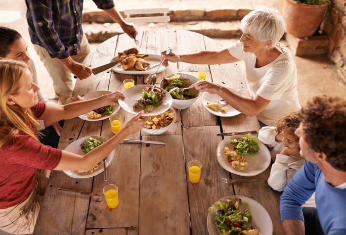 Pour un repas santé, asseyez-vous pour manger